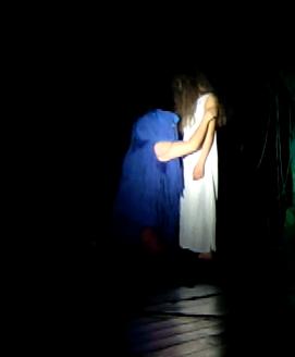Thaumazein RadiceTimbrica performance teatrino fontana Cinzia Chiodini Chiara Savoia